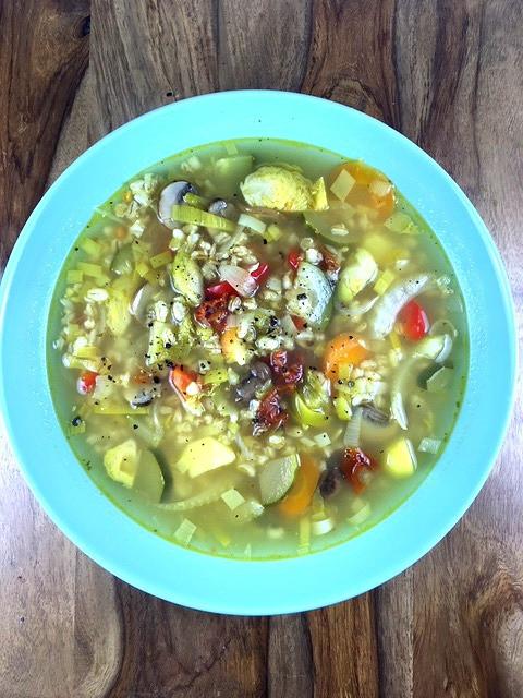 Issbewusst Gemüsesuppe mit Gerstengraupen