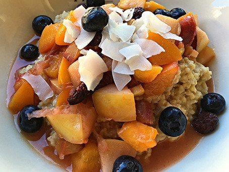 Frühstück einmal anders: Hirseporridge mit saisonalem Obst