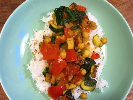 Gemüse in Kokosmilch auf Reisbeet - schnell & einfach