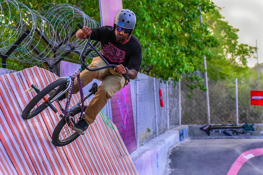 Hamza Khan BMxing in wallride park