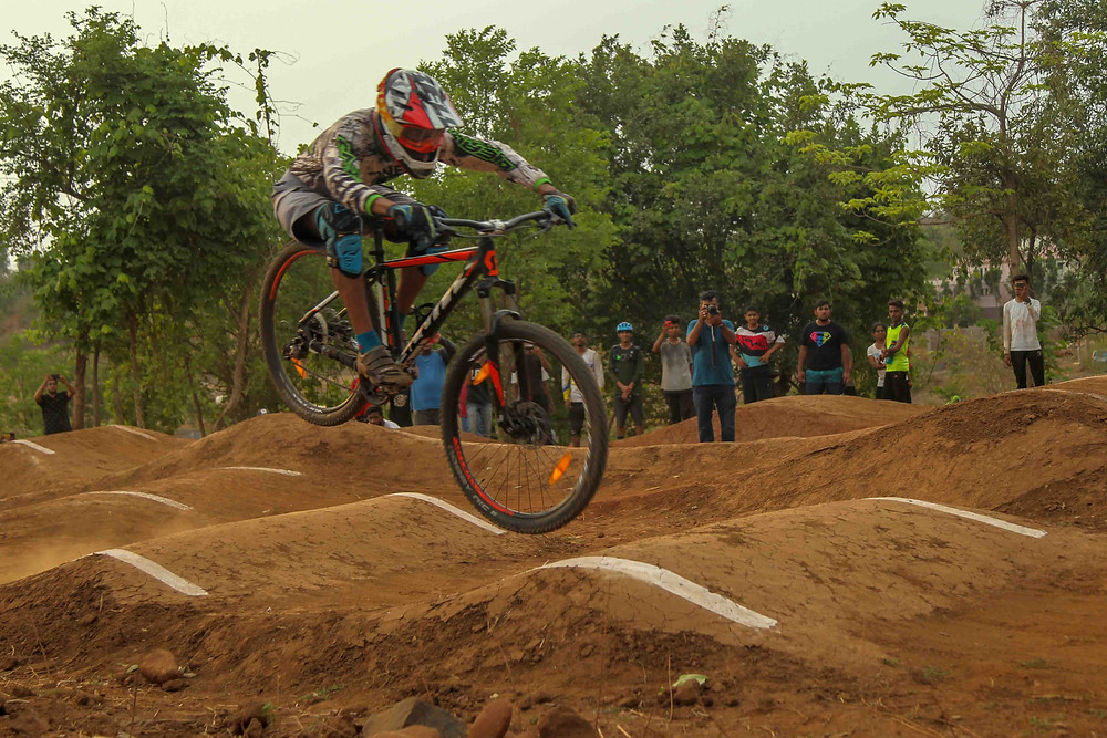 Rider Slade Gomes who won in elite category took home 15,000/- and trophy