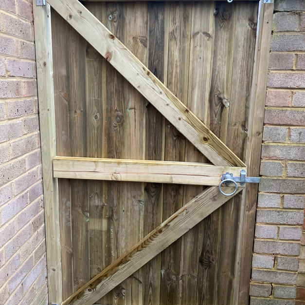 Custom gate made in Warfield.