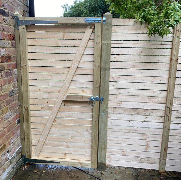 Contemporary gate made in Sunningdale.