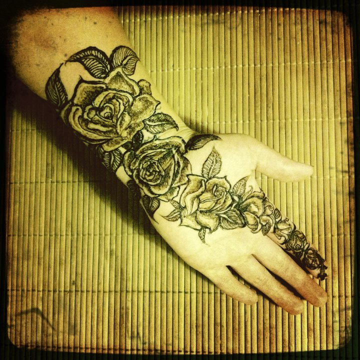 pose henna