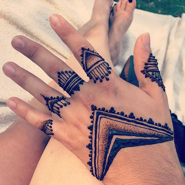 Picnic, henna, and wonderful conversatio