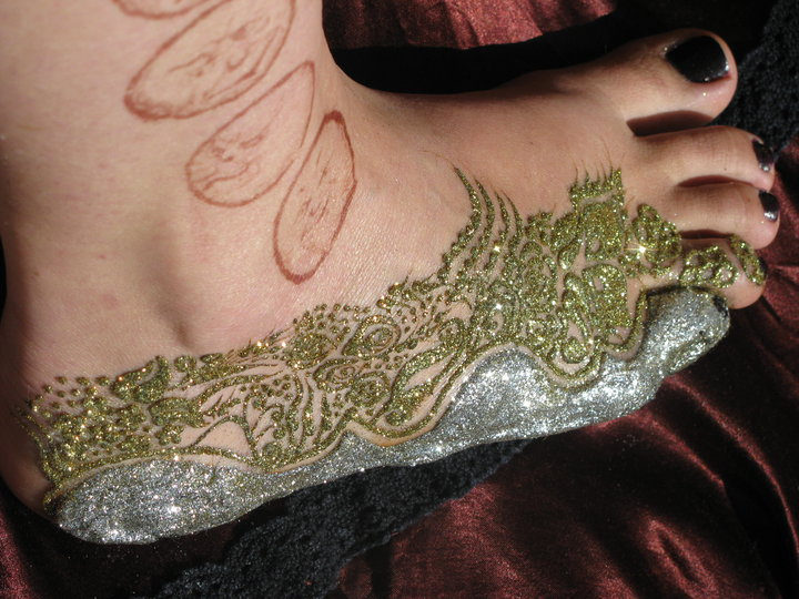 henna paste with glitter on top