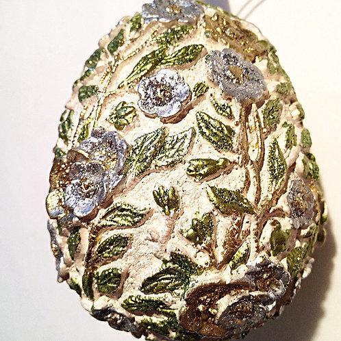 Ei handbemalt 9 cm, beige mit hellblauen Blüten