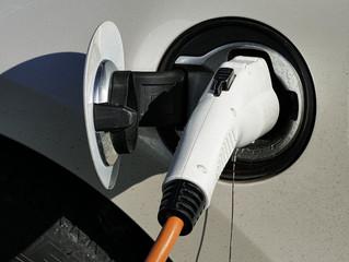 Ładowanie samochodu elektrycznego szybsze niż tankowanie – możliwe!