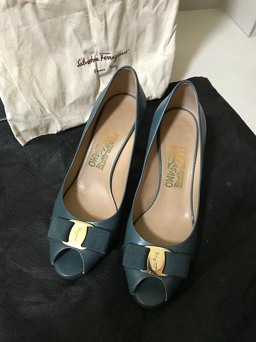 Salvatore Ferragamo Green Bow Heels (Size 37.5)