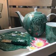 Service à thé et plat cactus