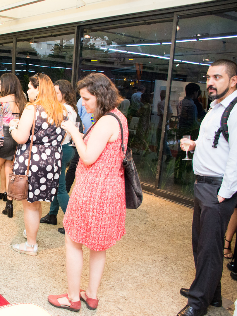 vernissage_cadeiras _assinadas_MASP_foto
