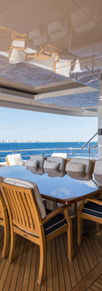 01 Quantum of Solace_skylounge_aft_deck_