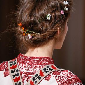 Haute Couture ss'15 | Valentino .. raccolto romantico e fiori tra i capelli