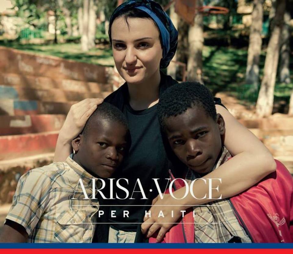 la cover del singolo di Arisa VOCE presentato durante la charity dinner e il cui ricavato della vendita andrà in parte devoluto a favore della causa di Haiti
