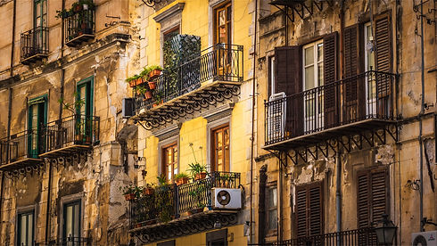 house-facade-4036809_1920.jpg