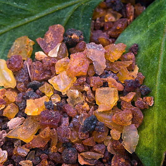 Soothing and reveals radiance - Natural Resin of Myrrh