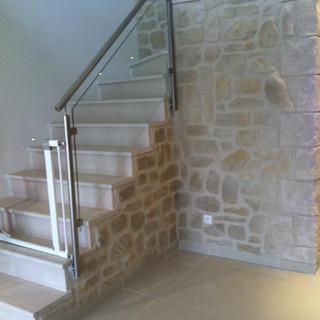 enduit-imitation-pierre-cage-escalier-mu
