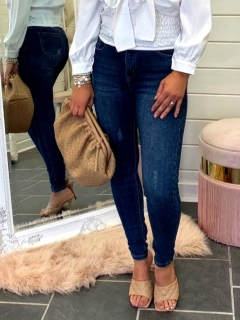 HIGH WAISTED JEANS WITH SLIGHT DISTRESSED DETAIL