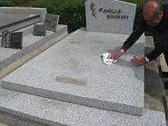 Nettoyage tombe granit