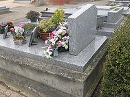Stèle et tombale à rénover
