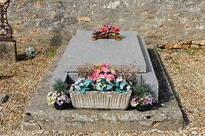 Habillage d'une tombe selon le concept Funéraire Plus