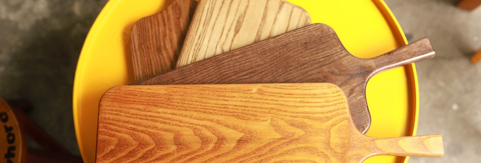 Thớt gỗ dáng dài, có tay cầm