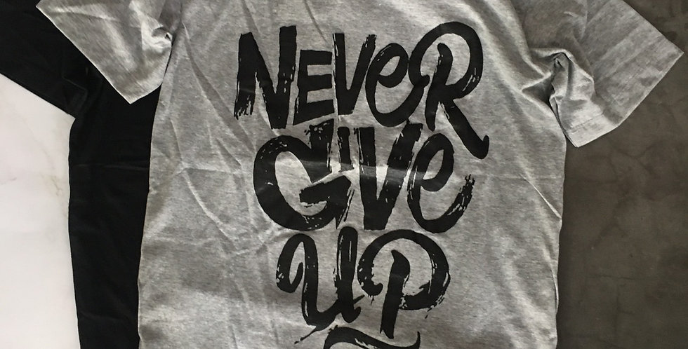 "Áo thun ""Never give up"""