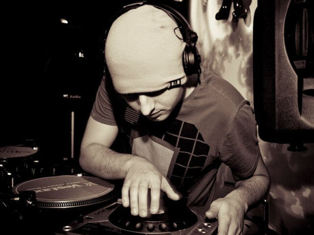 "DJ AND PRODUCER ""FADE"" CROWD FUNDS FOR HEARING AIDS FOLLOWING CATASTROPHIC HEARING LOSS."