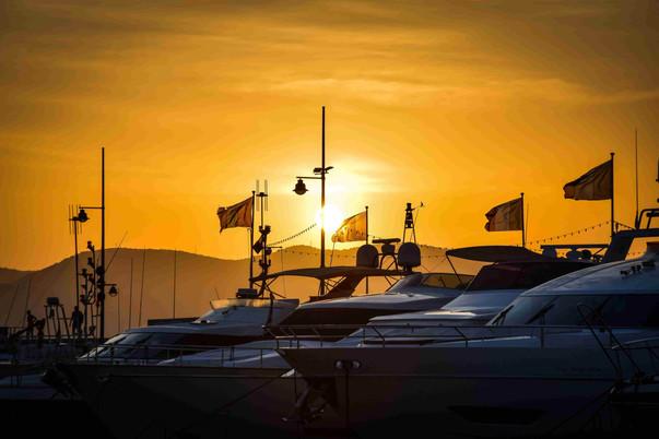 bateaux à moteurs gestion location au port de fréjus et St Raphael