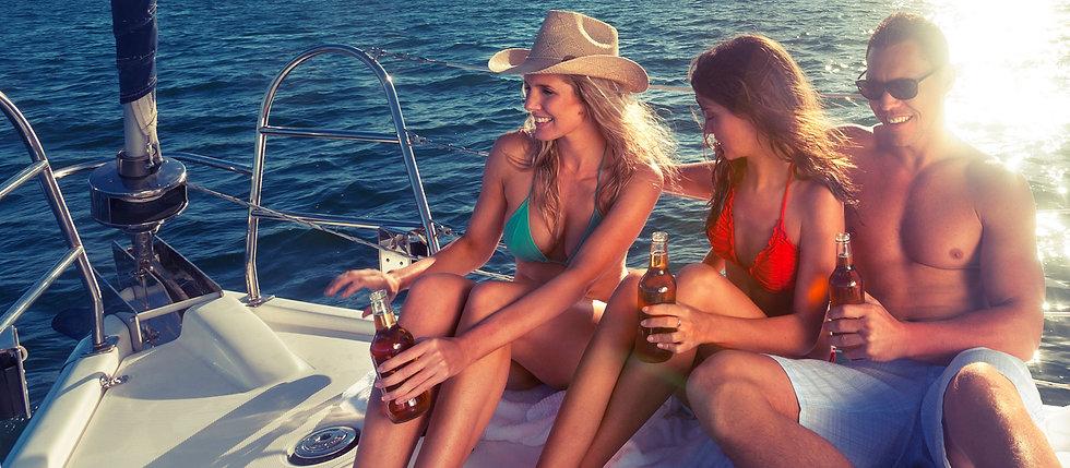 apéro entre amis en bateau