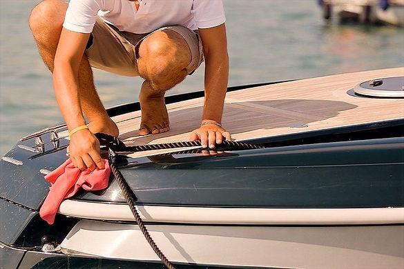 Service-Entretien-bateau.jpg