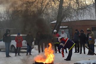 Практические занятия по отработке навыков по применению ручных огнетушителей