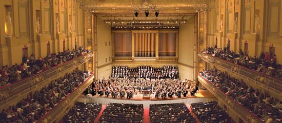 Imagem interna da sala de concertos Boston Music Hall / Symphony Hall. Construída por Sabine em 1898.