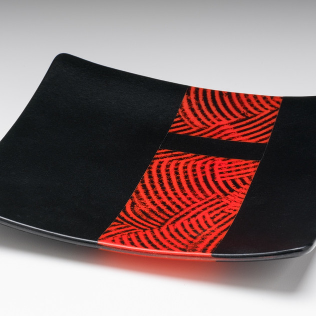 Fused plate with red combed strip
