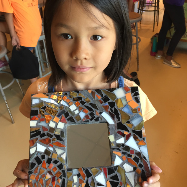 A student with her mirror.