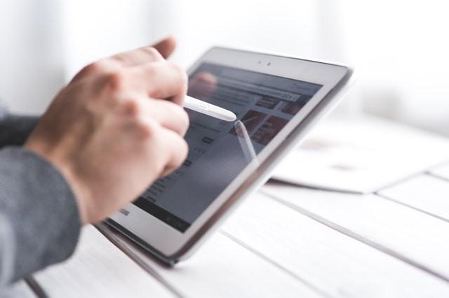 Steht bei Ihnen der Wechsel vom analogen zum digitalen Verkaufsmedium an? Hier erfahren Sie, welche Herausforderungen auf Sie warten und wie Sie gravierende Fehler vermeiden.