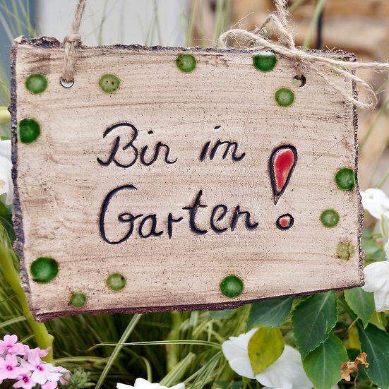 Schild: Bin im Garten !