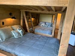 4 Queen Size Beds