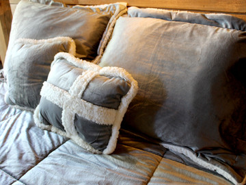 Comfy pillows and sheets