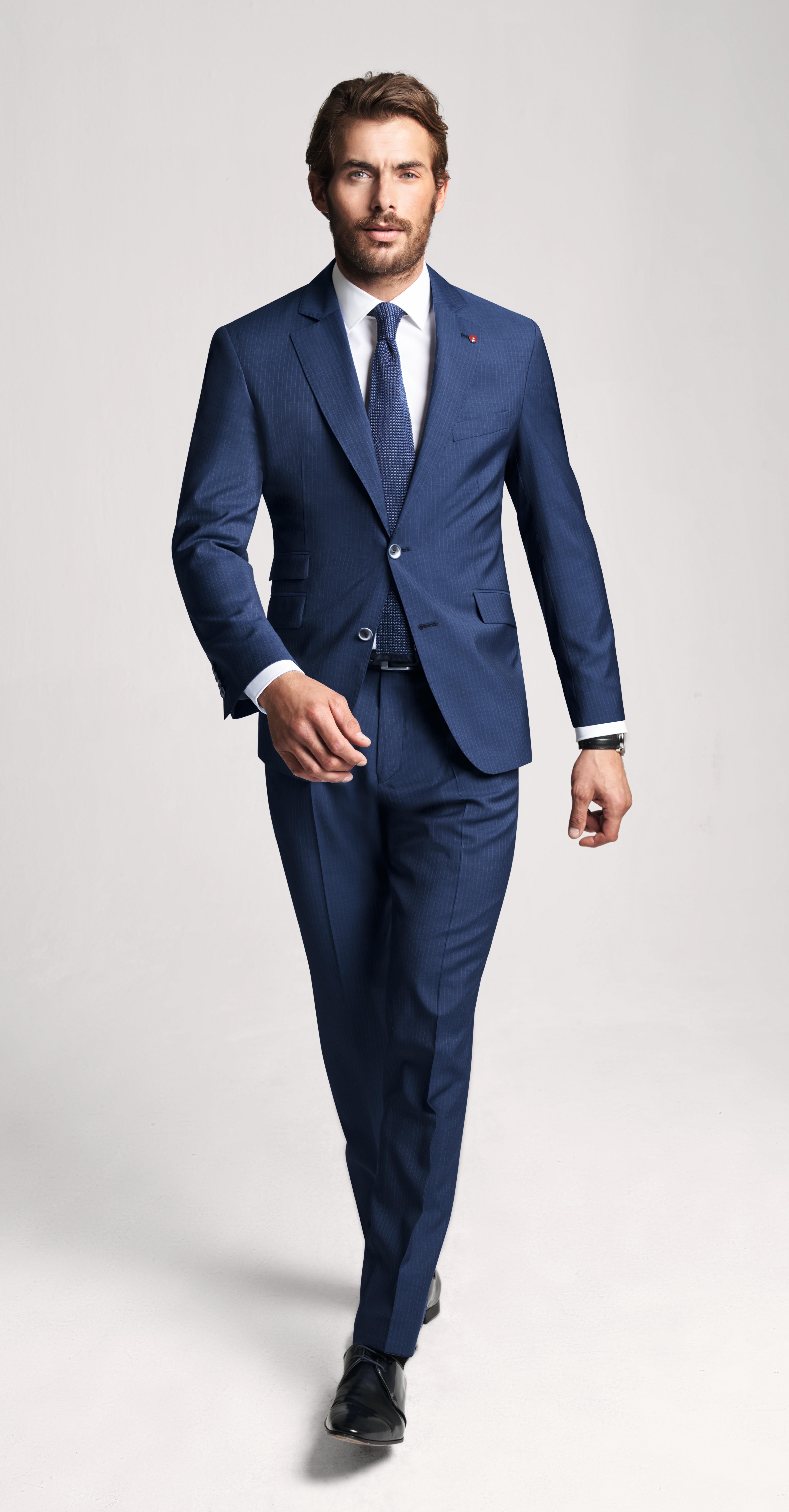 Costume bleu à rayure fine