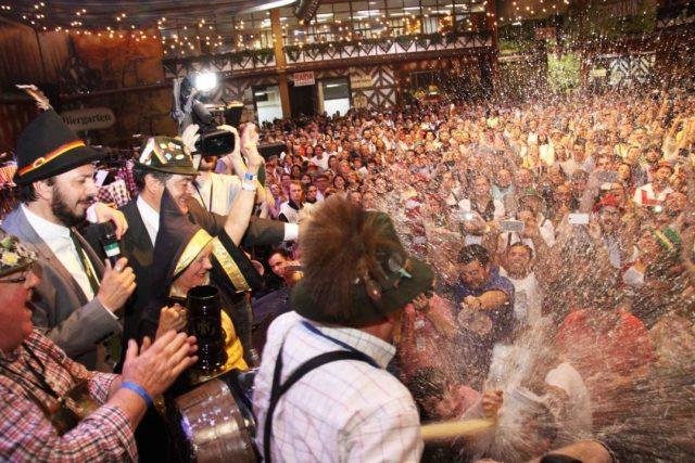 Comitiva da Oktoberfest da Argentina visita Blumenau Foto Marcelo Martins