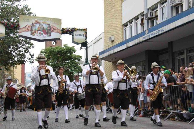 Desfile Oktoberfest Foto Marcelo Martins