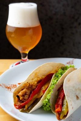 Tacos com Escabeche de Pescado e Escalavada de Pimentões coloridos (Imagem: Lipe Borges)
