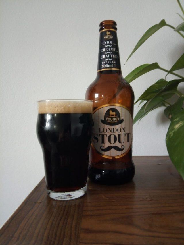 Young´s London Stout (Imagem: Arquivo Cerveja em Foco)