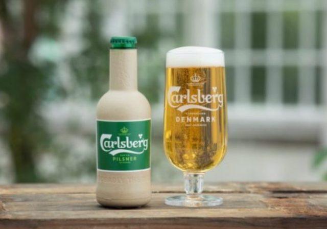 Carlsberg lança a primeira garrafa de cerveja feita com papel (Imagem: Divulgação)