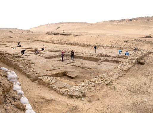 Fábrica de cerveja de 4,5 mil anos é encontrada no Egito