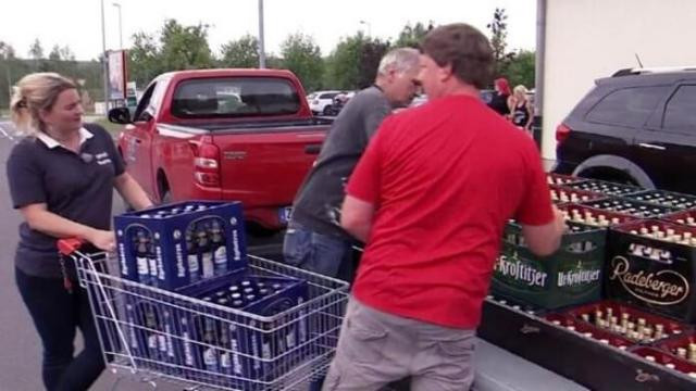 Alemães acabam com festival neonazista ao comprar toda cerveja da região (Imagem: Divulgação)