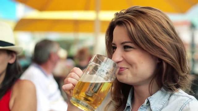 Estudo comprova que cerveja serve para aliviar a dor de cabeça (Imagem: Shutterstock)