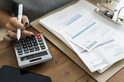 accountant-4008603_1920.jpg