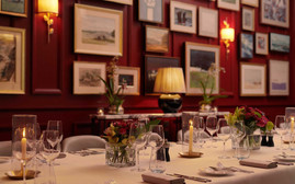 the-private-dining-room-in-the-carriage-